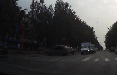 Есть пострадавший: видео момента серьёзного ДТП в Кемерове