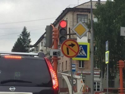 Фото: на кемеровском перекрёстке появился надгробный крест