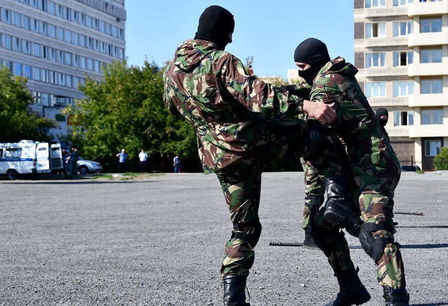 Фото: зачем сотни полицейских собрались в центре Кемерова?