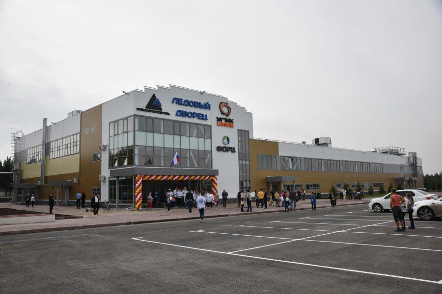 В Кузбассе открыли новый крутой ледовый спорткомплекс