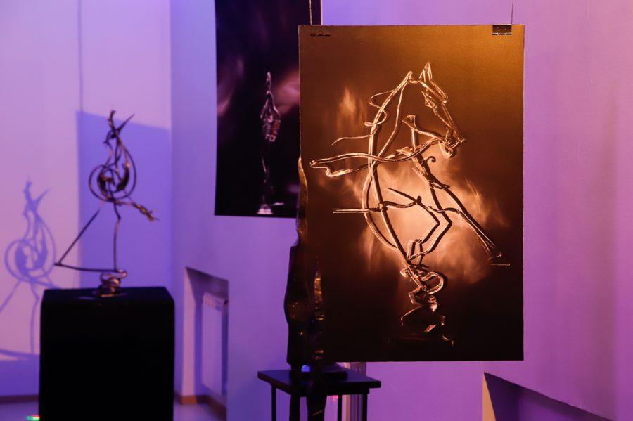 Металл и свет: в Кемерове открылась уникальная выставка