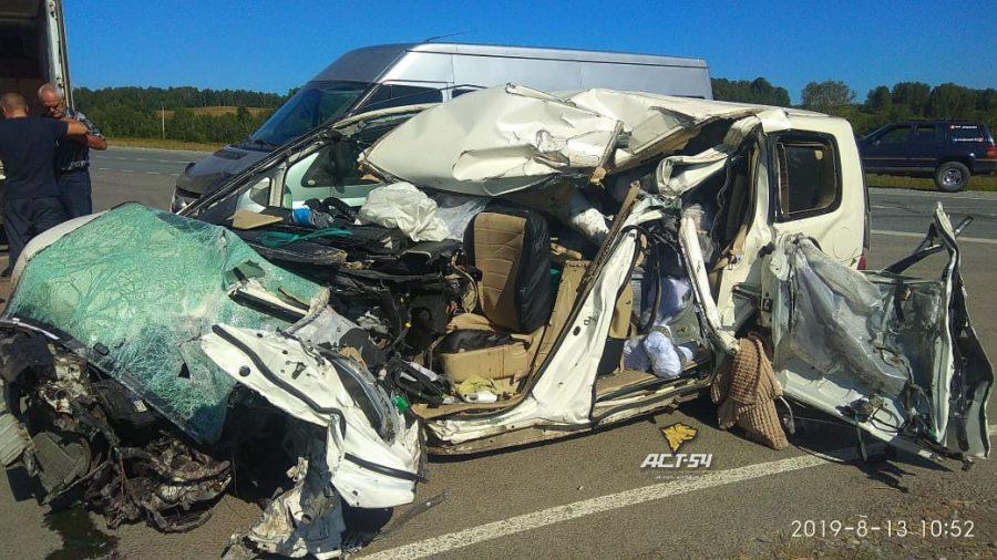 В жёсткой аварии на трассе Ленинск-Кузнецкий – Новосибирск погибла женщина