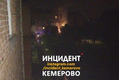Фото: ночью в центре Кемерова неизвестные спалили дорогие машины