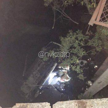 В Кузбассе легковушка упала с моста, есть погибший