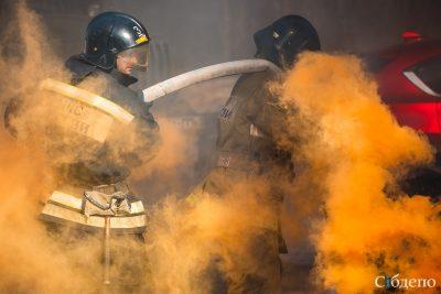 В Кузбассе автобус внезапно загорелся во время движения