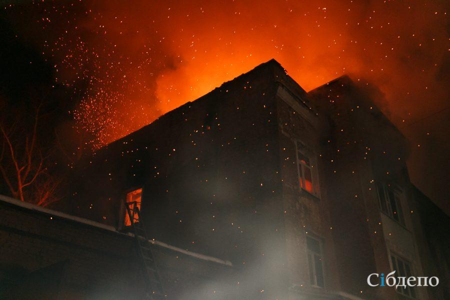 В Кузбассе трое человек, в том числе ребёнок, погибли при пожаре
