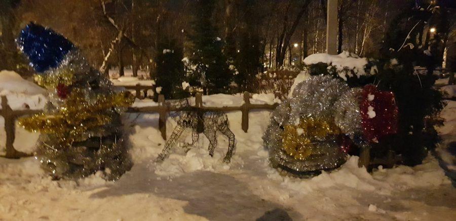 В Новокузнецке подростки разгромили снежный городок