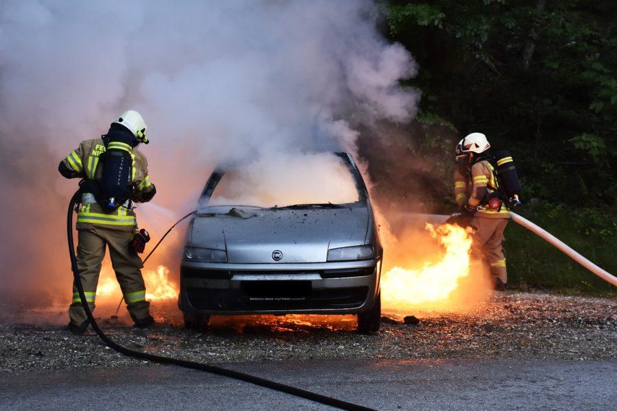 В Кемерове ночью полностью сгорели три машины