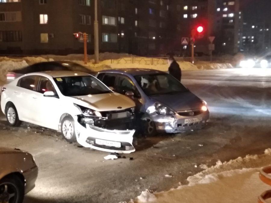 Без бампера: последствия ДТП в Кемерове попали на фото