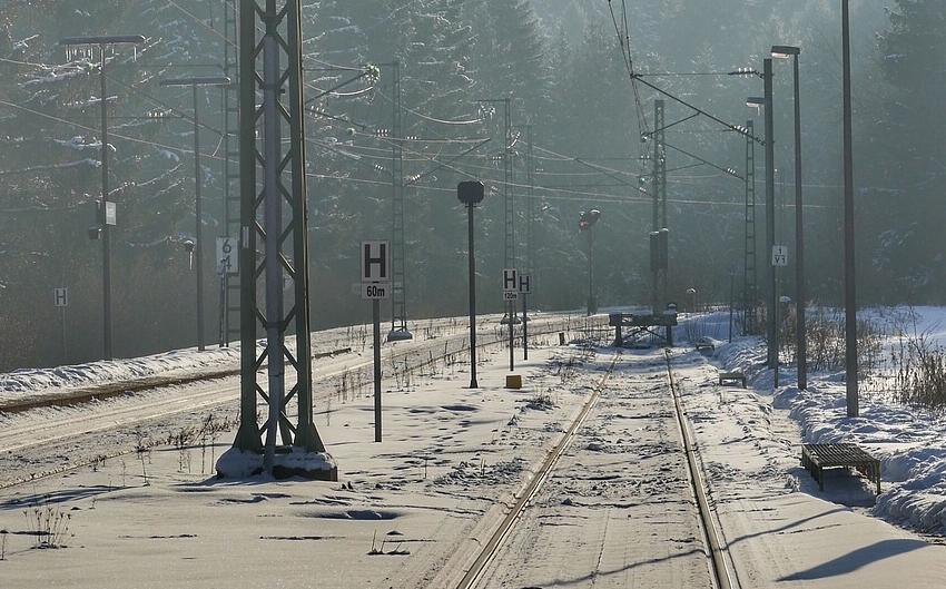 В Кузбассе полиция просит опознать сбитого поездом мужчину