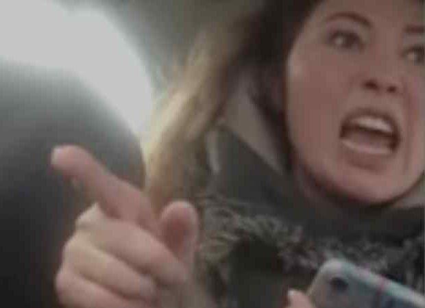 Видео: сибирячка избила московского таксиста