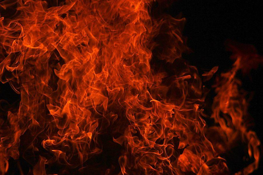 Кемеровчанин растопил баню так, что она загорелась (видео)