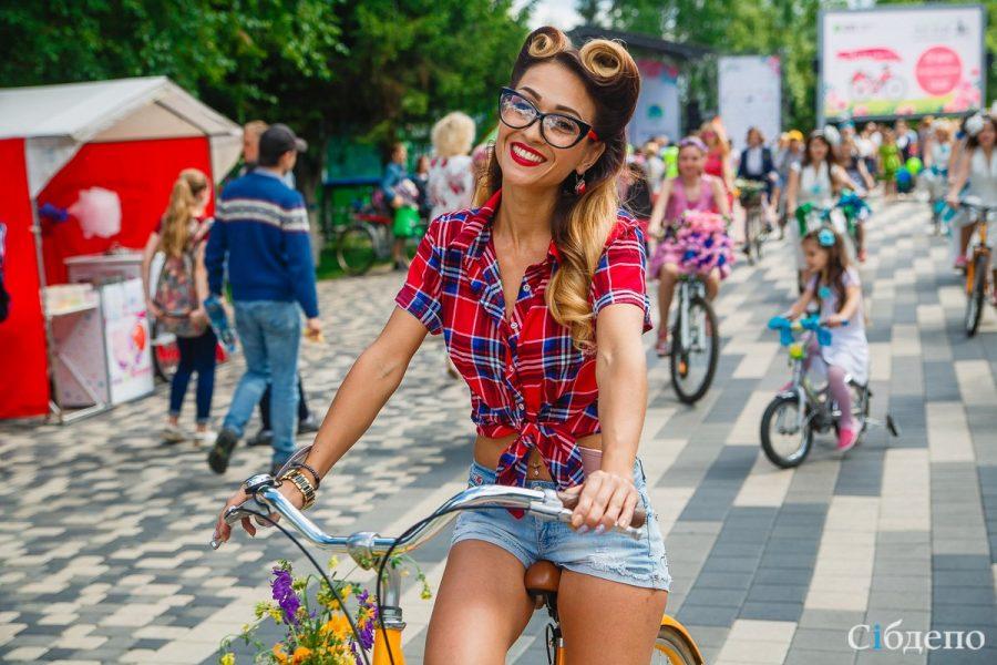 В кузбасском городе велосипедистка сбила экзотическую птицу