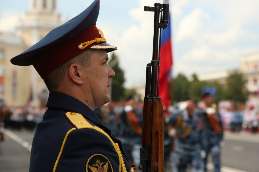 «Ждите новую вспышку коронавируса»: в Кемерове состоялся Парад Победы