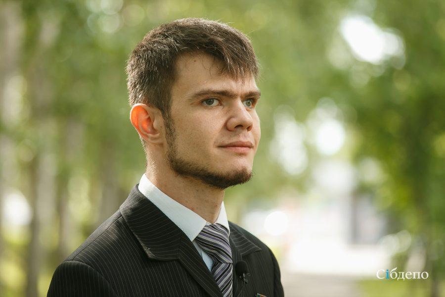 «Мне ставят 120 уколов в день»: кемеровчанин с ДЦП рассказал о болезни и о поддержке от Виктора Цоя