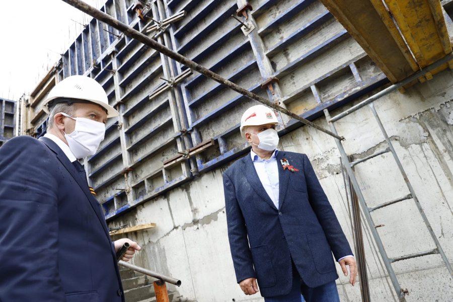 «Полнейший бардак!»: губернатор Кузбасса возмутился ходом строительства новой школы