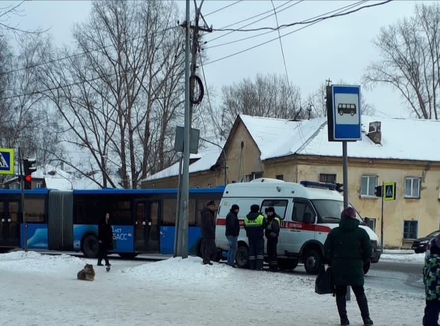 В Новокузнецке пассажирский автобус сбил женщину
